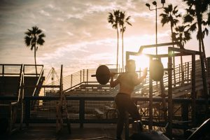 ¿Hacer deporte aumenta la testosterona en los hombres?